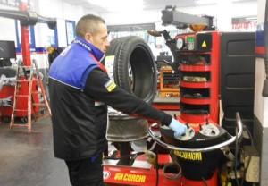 Assicurazione pneumatici Luca Tesse Gomme Assistenza gomme e officina meccanica via del Tintoretto 380 Roma Eur